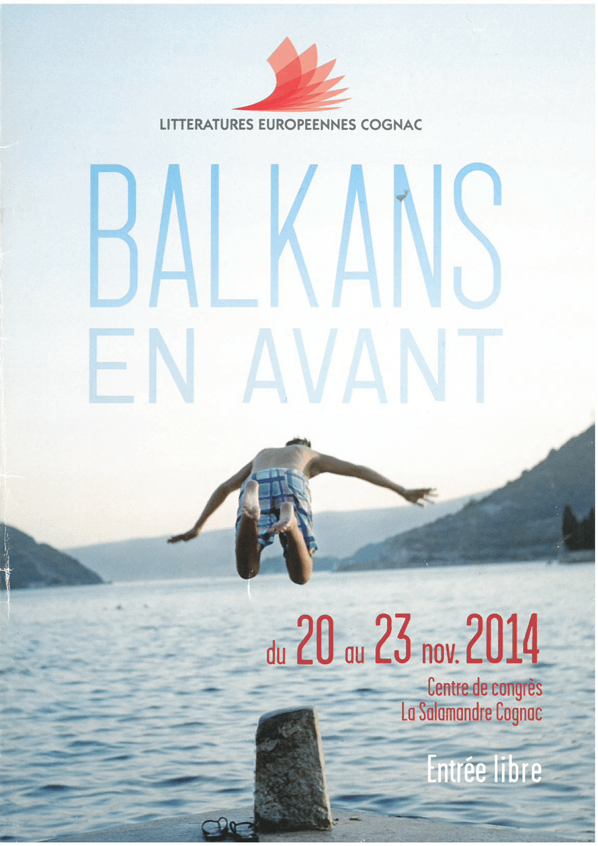 Affiche 2014 : un homme plonge dans un lac. Titre : Balkans, en avant